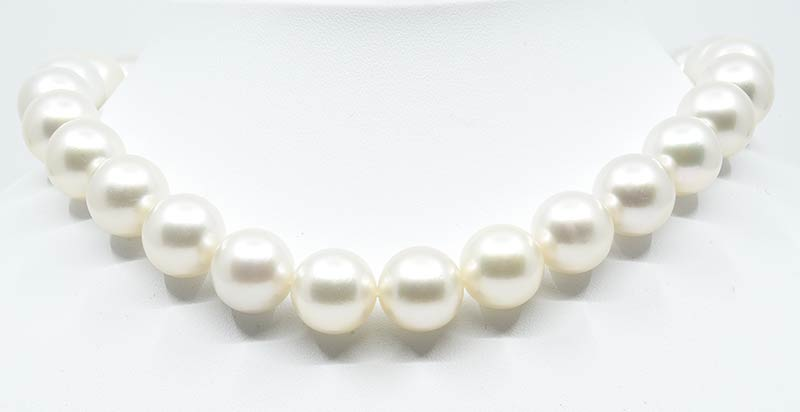 White south sea pearl necklace.